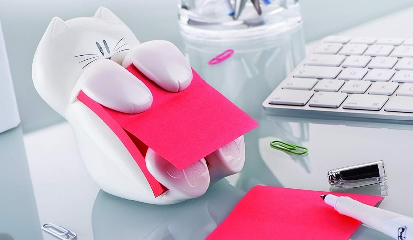Un gatto come post-it dispenser