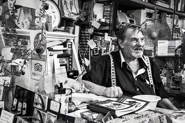 Luigi Libreria Acqua Alta con Ziggy - Foto di Marianna Zampieri