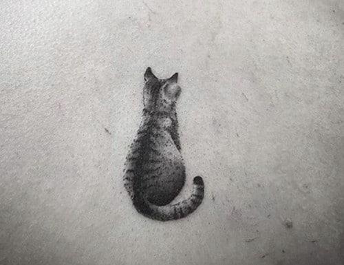 tatuaggio realistico gatto