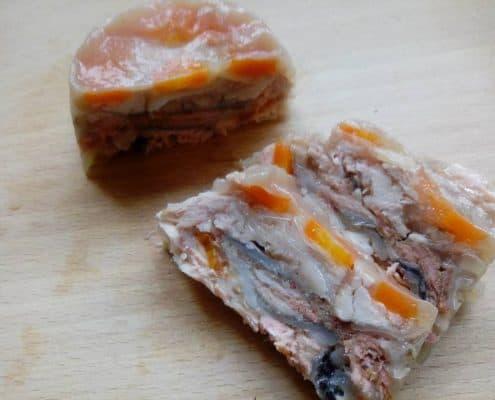 Cibo umido fatto in casa scatolette al salmone